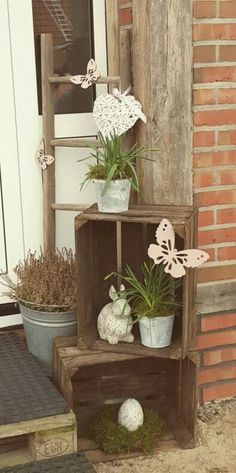 With these ideas you can make old boxes stylish decoration! With these ideas you can make old boxes stylish decoration! With these ideas you can make old boxes stylish decoration! Garden Deco, Garden Art, Home And Garden, Garden Types, Diy Garden, Decoration Entree, Deco Nature, Deco Floral, Old Boxes
