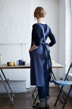 This is the perfect apron. Indigo Bib Apron from Toast Oki Doki, Pinafore Apron, Sewing Aprons, Denim Aprons, Linen Apron, Apron Dress, Bib Apron, Inspiration Mode, Dressmaking