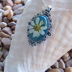 Handmade White Daisy Pendant Necklace with Gift Box