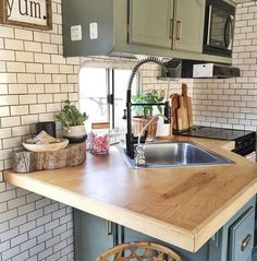 [orginial_title] – Magzhouse 32 Inspiring RV Kitchen Design And Decor Ideas 32 Inspiring RV Kitchen Design And Decor Ideas Rv Living, Tiny Living, Rv Camping Checklist, Camping Hacks, Camping List, Rv Hacks, Family Camping, Rv Interior, Camper Makeover