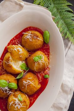 Arancini – ryżowe krokiety z mozzarellą - Lawendowy Dom Arancini, Mozzarella, Appetisers, Chana Masala, Appetizer Recipes, Risotto, Pork, Healthy Eating, Ethnic Recipes