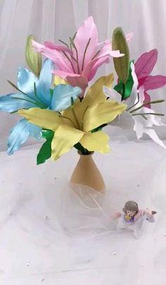 Diy Ribbon Flowers, Tin Flowers, Ribbon Flower Tutorial, Nylon Flowers, Paper Flowers Diy, Paper Roses, Handmade Flowers, Flower Crafts, Fabric Flowers