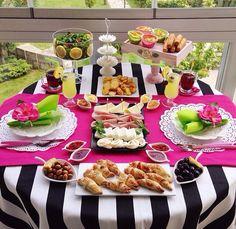 Presentation Breakfast Presentation, Food Presentation, Tea Table Settings, Romantic Room Decoration, Brunch, Entertainment Table, Pink Table, Cool Tables, Before Wedding