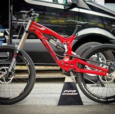 I really want this to go into production prototype Foes FFR ❤️ Bmx Bikes, Cycling Bikes, Downhill Bike, Bike Photography, Double Barrel, Bike Art, Bicycles, Mountain Biking, Motors