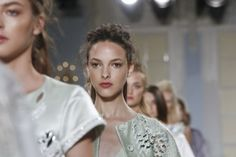 Temperley London Ready-To-Wear Spring Summer 2014 collection. London Fashion Week. NOWFASHION. Very chic!