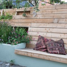 Fence bench and raised planter – # planter # and # fence Fence bench and raised planter – # planter # and # fence The Secret Garden, Modern Landscaping, Front Yard Landscaping, Landscaping Tips, Garden Power Tools, Raised Planter, Garden Yard Ideas, Wooden Pergola, Yard Design