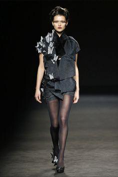 Celia Vela. Colección otoño-invierno 2015/2016. 080 Barcelona 080 Barcelona, Vogue, Goth, Style, Fashion, Fall Winter 2015, New York Fashion, Walkways, Gothic