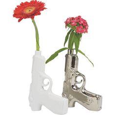 Diese Vase ist ein Hingucker auf Ihrer Kommode, Ihrer Fensterbank oder Ihrem Tisch. Das Accessoires kommt in glänzender Silberfarbe und in Form einer Pistole. Wie faszinierend!