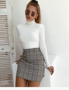 22 romantic outfits for a special date night outing - fashion and outfit trends - Dresses for Women Mode Outfits, Girly Outfits, Trendy Outfits, Summer Outfits, Skirt Outfits For Winter, Cute Outfits With Skirts, Chic Outfits, Autumn Skirt Outfit, School Skirt Outfits