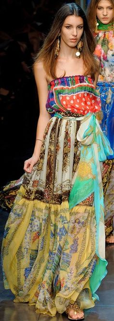 Dolce and Gabbana ss 2015. More inspiration at Bed and Breakfast Valencia Mindfulness Retreat Spain: http://www.valenciamindfulnessretreat.org (Best rated B&B in Spain on TripAdvisor)