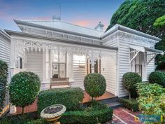 Victorian Homes Exterior, Victorian Style Homes, Cottage Exterior, Facade House, House Exteriors, Weatherboard House, Old Home Remodel, Cottage Renovation, Melbourne House