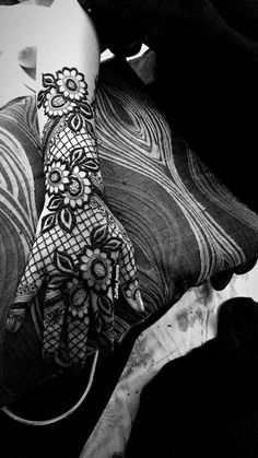 Mehandi designs Khafif Mehndi Design, Indian Mehndi Designs, Mehndi Designs 2018, Mehndi Designs For Fingers, Stylish Mehndi Designs, Wedding Mehndi Designs, Mehndi Design Pictures, Beautiful Henna Designs, Henna Tattoo Designs