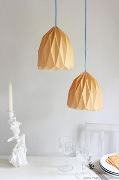 Unique DIY origami lamp via dekotopia - I tried this: It's supereasy and looks just as in the pic.