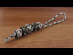 How To Tie Paracord Ranger Beads Method 1 - YouTube