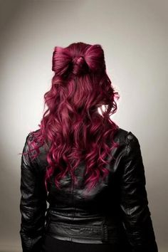 What's more awesome, the hair bow or that shade of magenta? Yep, I'm definitely trying out this shade next time I dye my hair!