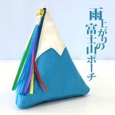 日本が誇る、『富士山』をそのまま立体的に表現!つい自慢したくなる、シュールなマルチポーチ フェイクレザー ふじさん マウントフジ Mt.FUJI 日本最高峰 フジサン コスメポーチ 小物ポーチ 雑貨ポーチ ケース ユニセックス 三角形 スーパーセール雨上がりの富士山ポーチ|ROOM - my favorites, my shop 好きなモノを集めてお店を作る