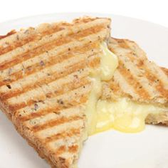 Cheese Sandwiches Recipes Grilled Cheese Sandwiches – Creative and Easy Recipe Ideas Cheese Sandwiches Recipes. Grilled cheese sandwiches are a classic and simple recipe, especially pleasant … Egg And Cheese Sandwich, Grill Cheese Sandwich Recipes, Lunch Sandwiches, 1200 Calorie Meal Plan, 200 Calorie Meals, Tomato Chilli Jam, Evening Snacks, Thing 1, Yummy Food