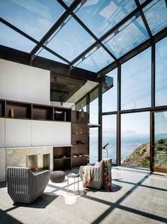 Fall House is a cliff house design that located in an extreme area of Big Sur, California. This superb modern home design Architecture Design, Cabinet D Architecture, Architecture Windows, Architecture Journal, Beautiful Architecture, Design Exterior, Interior And Exterior, Design Case, Bungalows