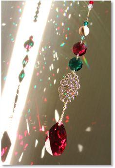 ◆ クリスマス・カラーのサンキャッチャー ◆…