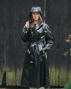 66647400_184360059244789_6426903440986793408_n Vinyl Raincoat, Pvc Raincoat, Plastic Raincoat, Imper Pvc, Rain Bonnet, Black Mac, Rain Fashion, Black Raincoat, Rain Photo