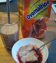 Guten Morgen ihr lieben #fitfam das war mein Frühstück von heute Ein Overmaltine shake und selbstgemachten Porridge mit aufgetauten Himbeeren #ganzgroßeporridgeliebe Ich wünsche euch allen einen  guten Start in den Tag #fit #getfit #breakfirst #healthy #lowcarb #veggie #vegan #goodmoning #food by gettfitanna