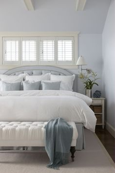 Chic Coastal Décor Concept in Water Side: Amazing Interior Design Ideas Master Bedroom King Size Bed ~ sabpa.com Art