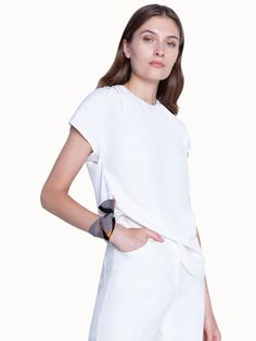 PRODUCT DESCRIPTION This Akris bi colour scarf crafted in silk twill can be worn in so many ways like tied around your neck, used in your hair or wrapped around the handle of a tote. Your Hair, Most Beautiful, Cashmere, Give It To Me, Stylists, Cold Shoulder Dress, Handle, Colour, Silk