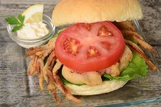 Deep Fried soft shell crab from Suzy.cracker meal is the shake and bake and fish fry stuff. Best Sandwich, Sandwich Recipes, Fried Soft Shell Crab, Stuffed Shells, Fried Fish, Suzy, Seafood, Fries, Sandwiches