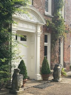 The elegant and traditional entrance to Hole Park House where we attended the Wealden Times Midsummer Fair.