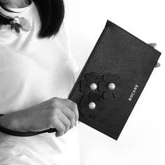 Plic Wristlet Bocane Fleur, din Piele Neagra - Bocane Italian Leather, Hand Bags, Leather Bag, Create, How To Make, Beautiful, Handbags, Purse, Women's Handbags