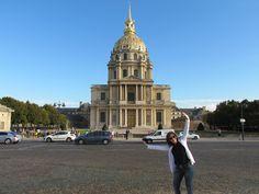 El Palacio Nacional de los Inválidos (Hôtel National des Invalides) es un complejo arquitectónico del siglo XVII. Creado como residencia real para militares franceses retirados o lisiados, hoy alberga instalaciones museísticas y religiosas.  En 1840, los restos de Napoleón Bonaparte fueron trasladados de la Isla de Santa Helena a París, y depositados en Les Invalides. El mausoleo imperial contiene también los restos de su hijo Napoleón II y su hermano José I de España.