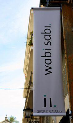 Cartel de entrada a Wabi Sabi Shop&Gallery