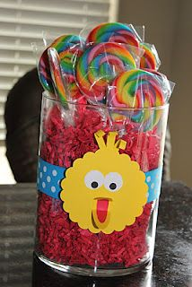 Cute! Love the Sesame Street centerpiece