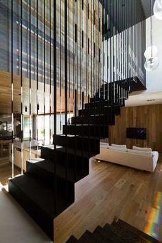 escalier droit en acier et barreaudage vertical de design moderne