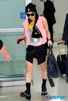 The 5 most outrageous Korean celebrity airport fashions