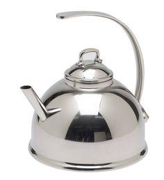 Kook water voor thee met de Mauviel M'tradition waterketel. Deze glanzend roestvrijstalen ketel is prachtig vormgegeven waardoor hij het stralend middelpunt op tafel of in de keuken zal zijn. De waterketel werkt net als een fluitketel, alleen dan zonder fluit.