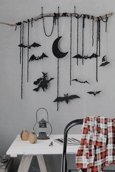 These Halloween decor ideas are DIY. DIY Halloween 30 Halloween Decoration Themes To Get Your Space Into The Spooky Spirit Halloween Sounds, Theme Halloween, Cheap Halloween Costumes, Halloween Tags, Halloween Home Decor, Halloween Projects, Halloween 2019, Spirit Halloween, Holidays Halloween