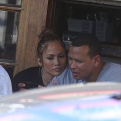 Exclusive - Jennifer Lopez and Alex Rodriguez spotted having lunch in Paris (340170)