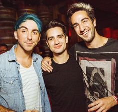 Look! It's all three of my music idols standing together!