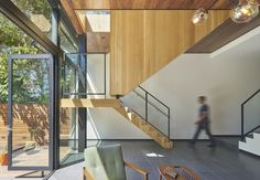 Completed in 2016 in San Francisco, United States. Images by Bruce Damonte. . It is often difficult to create a sense of openness and continuity in multi-level urban homes. By allowing the staircases of this three-story...