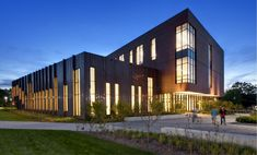 Gallery - University of Connecticut Social Sciences and Classroom Buildings / Leers Weinzapfel Associates Architects - 4
