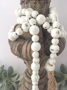 Farmhouse Beads, Farmhouse Decor, Home Decor Beads, Wood Beads, Wood Bead Garland – The Best Ideas Wood Bead Garland, Beaded Garland, Diy Home, Easy Home Decor, Bead Crafts, Decor Crafts, Rope Crafts, Diy Crafts, Hobbies And Crafts