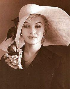 Marlyn Monroe - What a gorgeous woman.