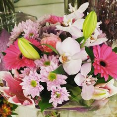 fabulous vancouver florist Everybody loves #freshcutflowers #orchids #gerbera #whitelilies #flowerbouquet #uniquedesigns #vancitybuzz #vancouverisawesome #flowerdelivery by @gardenia.florists  #vancouverflorist #vancouverflorist #vancouverwedding #vancouverweddingdosanddonts