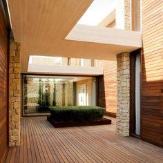 CJWHO ™ (House in Monasterios / Ramon Esteve)