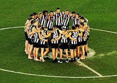 Collingwood players celebrate their win in the 2010 grand final replay. Collingwood Football Club, Best Club, Football Team, Replay, Physical Education, Melbourne, Sporty, Stars, Room