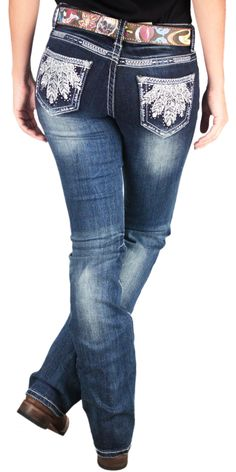 Calça Grace in La Feminina Importada Idol Plume Jeans Escuro Boot Cut   Calça Feminina lavagem escura, importada, marca Grace in La, 98% algodão e 2% elastano. Modelo Boot Cut para melhor conforto ao usar botas. As Calças Grace possuem bolsos especializados com intricamentos bordados e motivos metálicos, modelos exclusivos que vestem a silhueta lindamente. Grace in La usa apenas tecidos de alta qualidade para não danificar nas lavagens e possuem um ótimo acabamento.