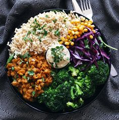 Lunch today was this super filling bowl of brown 🍚, lentils, 🌽, broccoli, red cabbage and lots of spinach 🍃, with a butter bean dip/sauce (recipe development still in progress). Another gorgeous day today,...