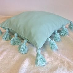 Handmade Pillow Cases, Knitted Blankets - Inspired by Nature, Music and everyday Life. Handmade Pillows, Handmade Home Decor, Handmade Decorations, Throw Pillow Covers, Pillow Cases, Décor Ideas, Knitted Blankets, Decorative Throw Pillows, Tassels