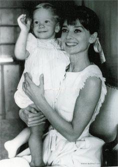 Audrey Hepburn and her son, Sean Ferrer. Her greatest joy and accomplishment, in her own mind, was motherhood. Audrey Hepburn Mode, Audrey Hepburn Photos, Jackie Kennedy, British Actresses, Actors & Actresses, Classic Hollywood, Old Hollywood, Divas, Princesa Carolina